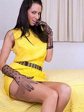 Leggy stocking brunette wanks in her pantygirdle