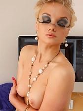 natahlia in secretary