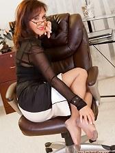 Mature secretary tesing her nyloned legs